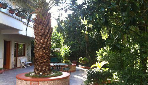 Via Domenico Fontana proprietà indipendente in Parco