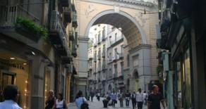 Bilocale in vendita a Napoli Via Chiaia